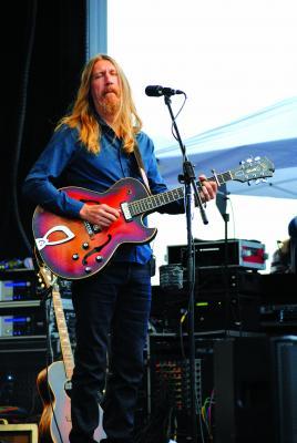 Guitarist Oliver Wood